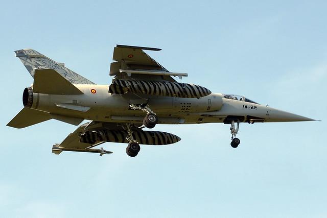 Photos d'avions militaires - Page 15 5494377313_283735a8da_z