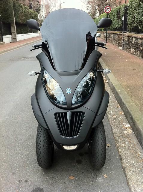 Le MP3 400 LT Sport noir mat de jerome_bachata 5523221212_ed929cd181_z