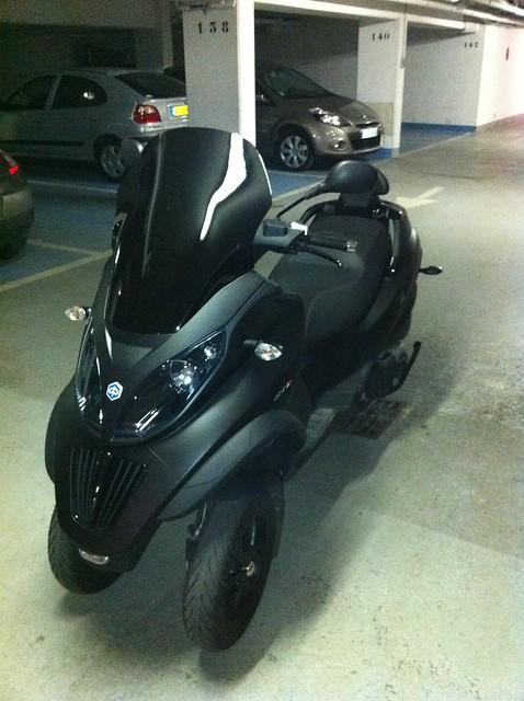 Le MP3 400 LT Sport noir mat de jerome_bachata 5511745487_89218cfa6e_z