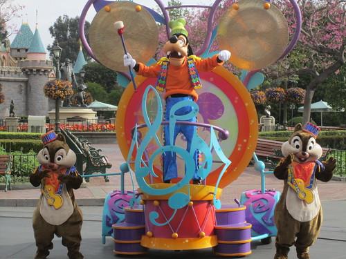 [Disneyland Park] Mickey's Soundsational Parade (2011) - Page 2 5654558645_fbc30e9dc0