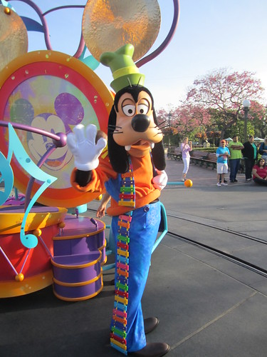 [Disneyland Park] Mickey's Soundsational Parade (2011) - Page 2 5655146980_146ab63ba9