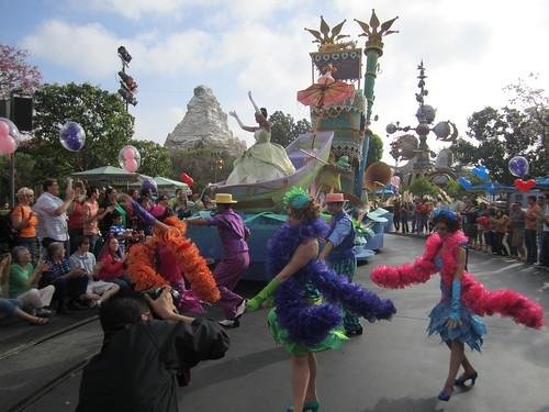 [Disneyland Park] Mickey's Soundsational Parade (2011) - Page 2 5654562109_fbc6bf3197