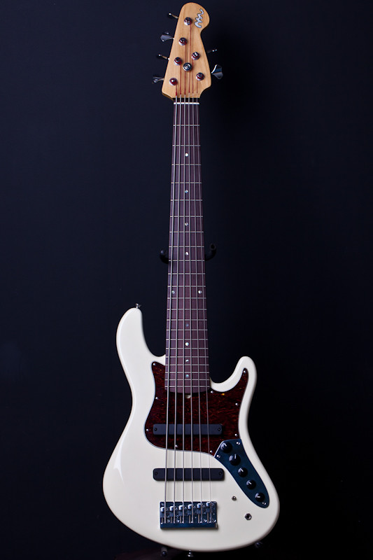 Mostre o mais belo Jazz Bass que você já viu - Página 2 5671929503_d0c0b41549_b