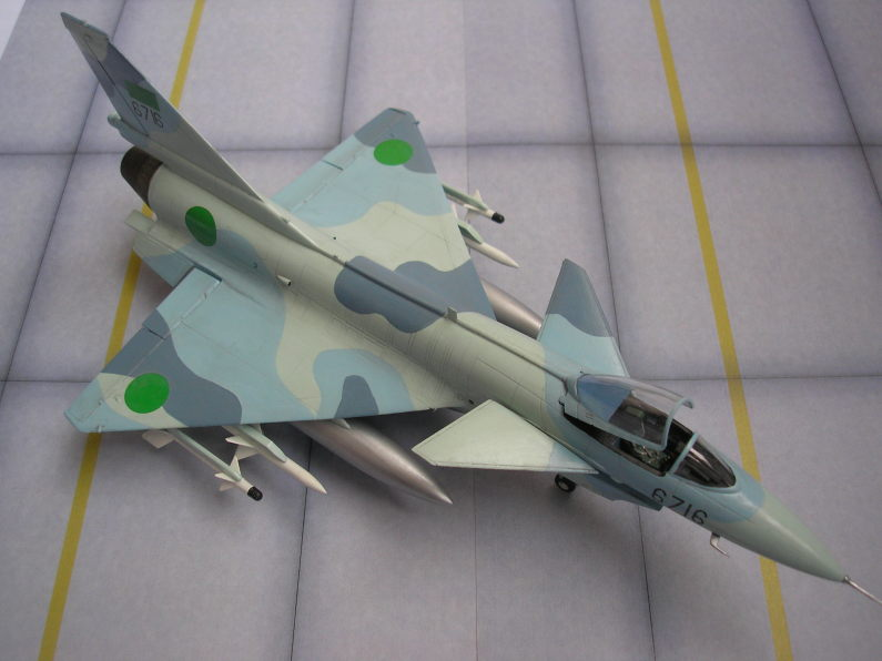 Pas-à-pas : MiG 25 Foxbat [Condor 1/72] - Page 2 5213881785_45dbeea006_o