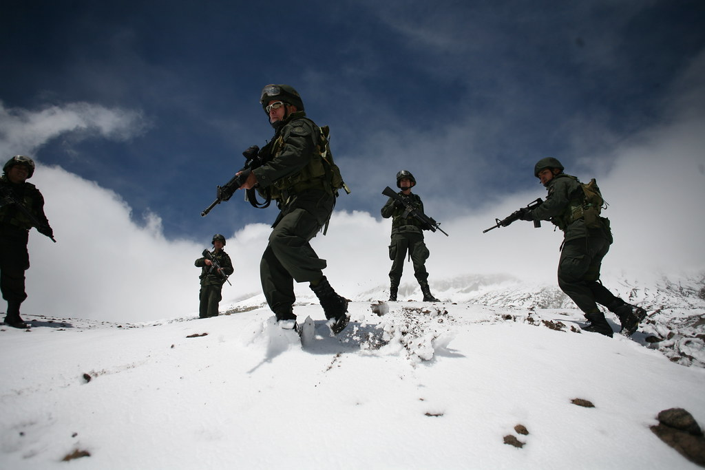 Colombian Armed Forces. - Page 2 5519729401_121e428020_b