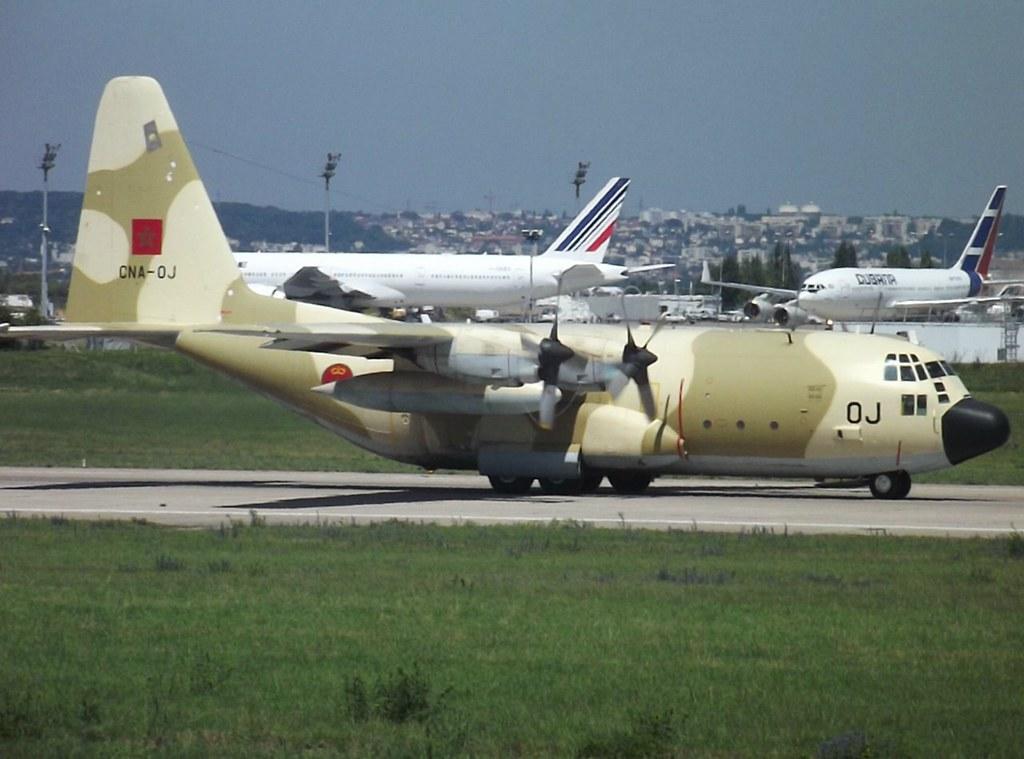 FRA: Photos d'avions de transport - Page 13 5916235726_df48b865bc_b