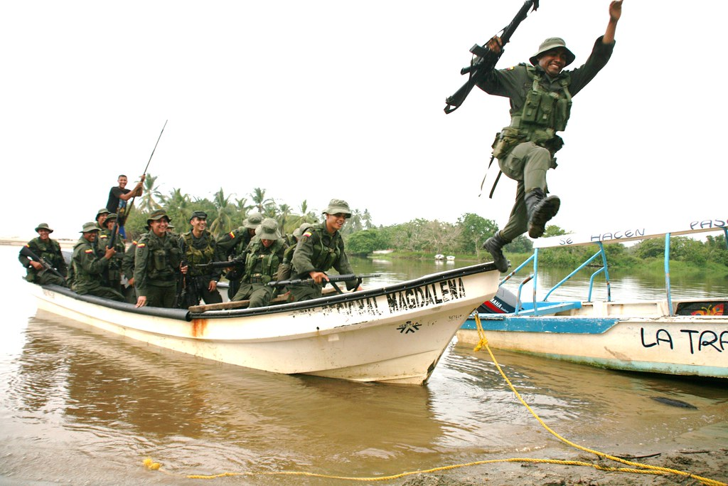 Colombian Armed Forces. - Page 2 5520311082_cafacee671_b