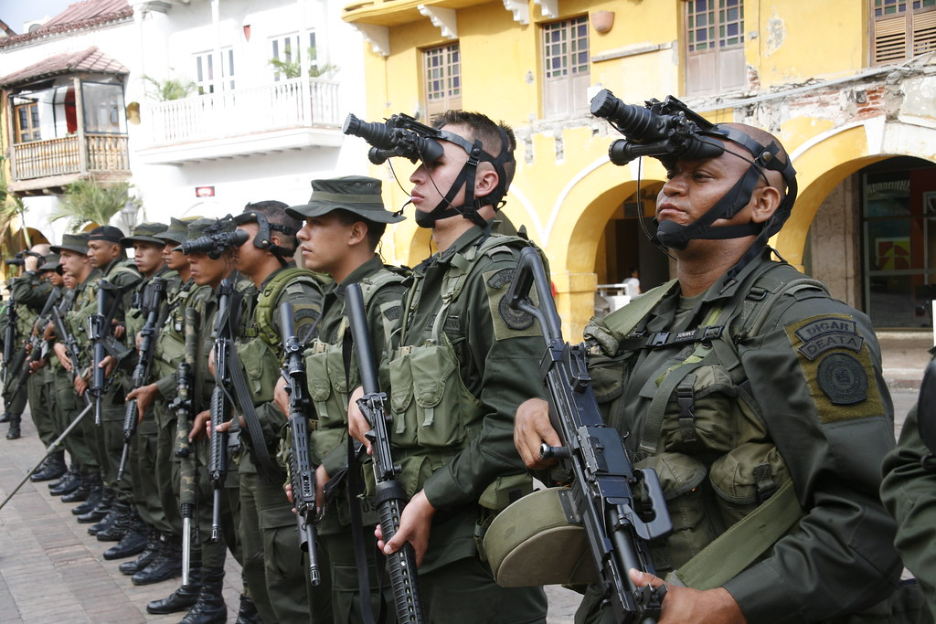 Colombian Armed Forces. - Page 2 6923589410_19f926e171_b