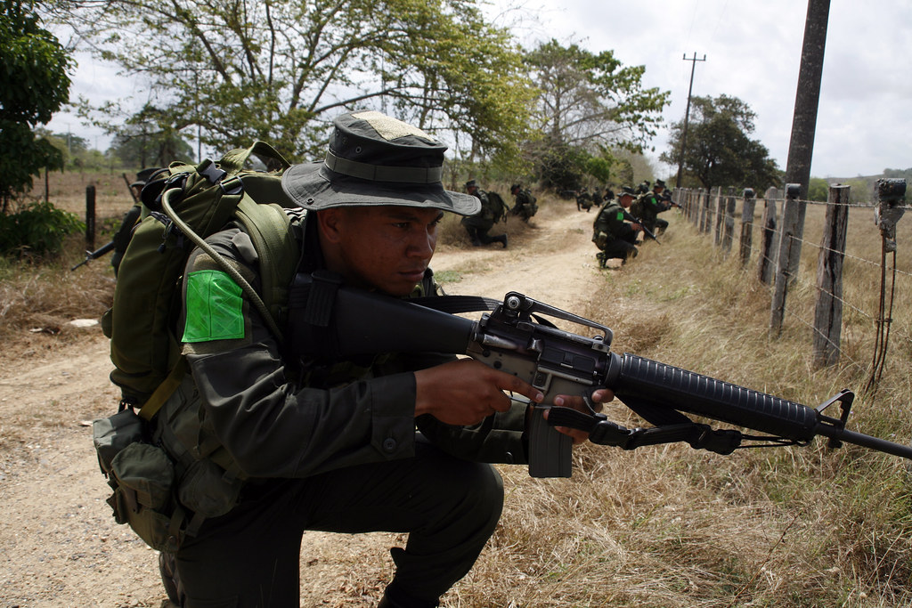Colombian Armed Forces. - Page 2 6923592678_ede88fc74a_b