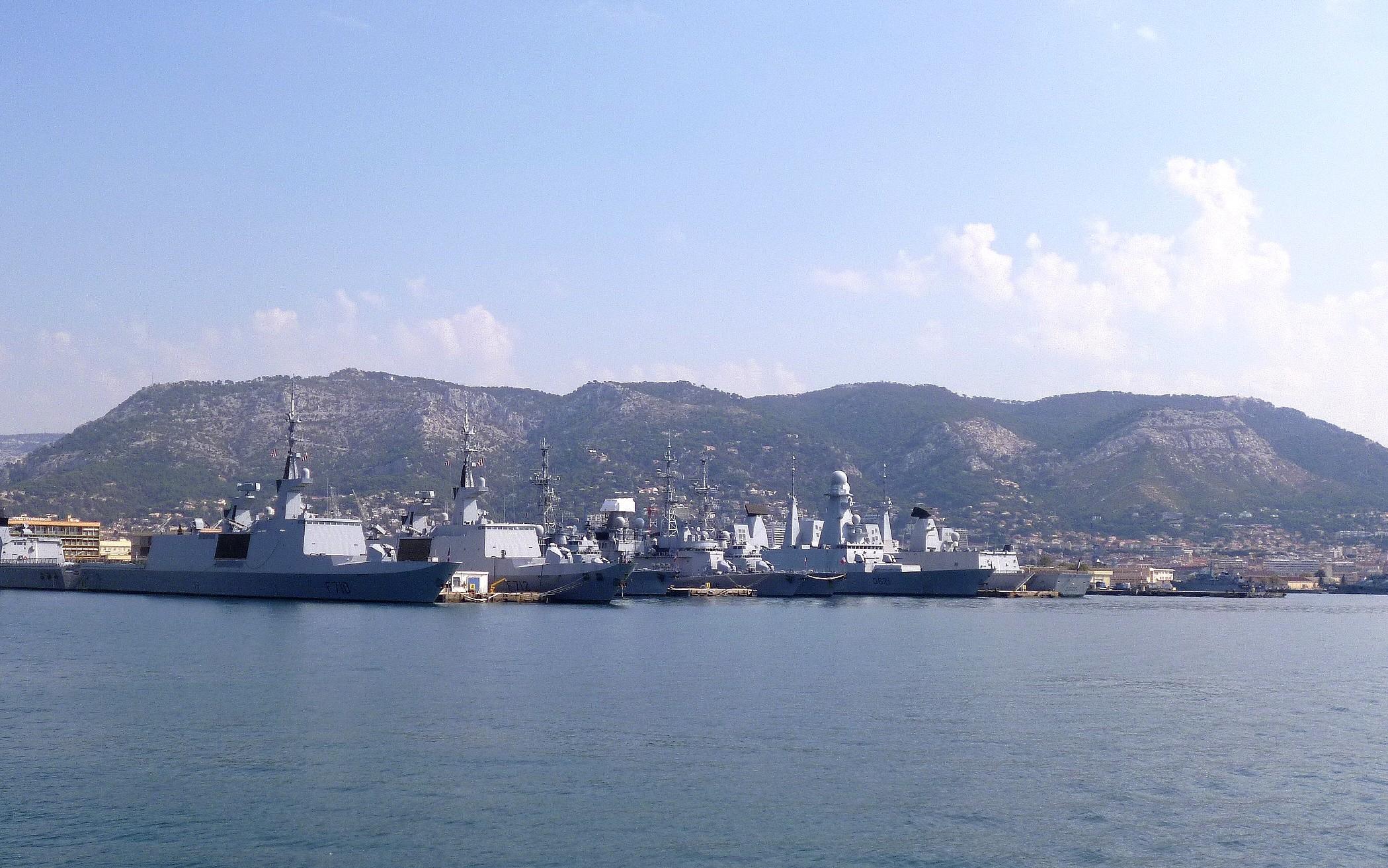 Les news en images du port de TOULON - Page 37 9562246859_41b47aac76_o