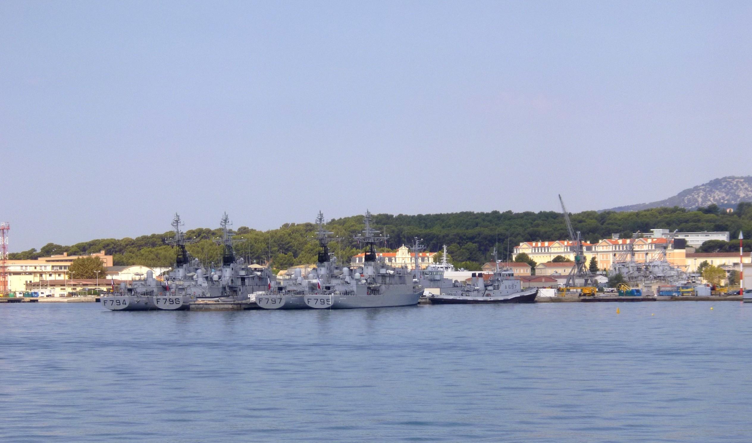 Les news en images du port de TOULON - Page 36 9565091184_83d318bca3_o