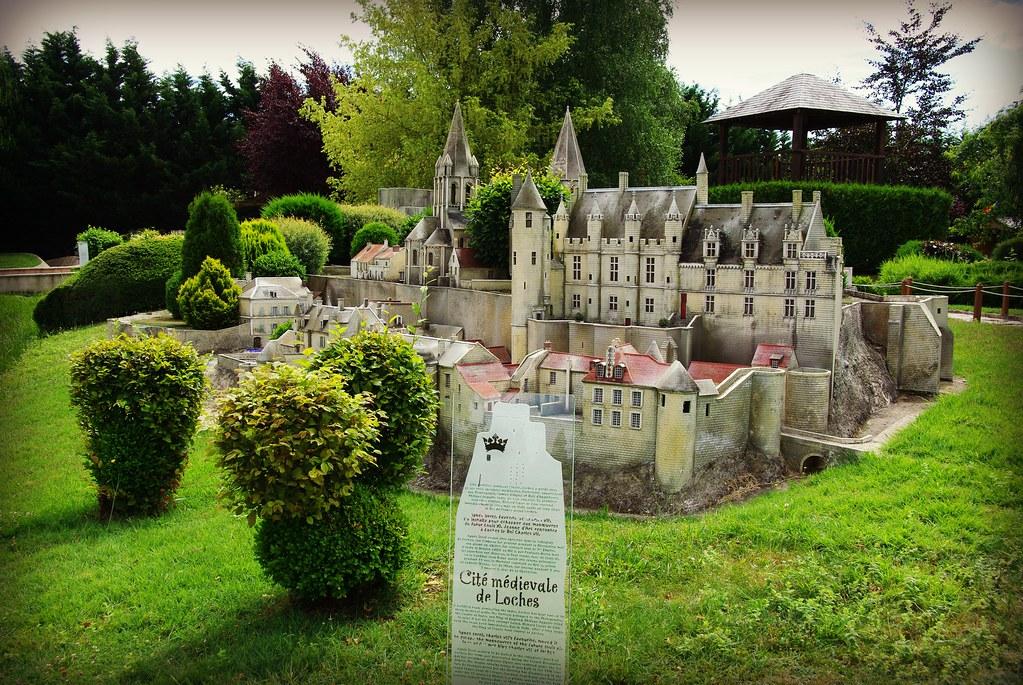 Sybil est venue en balade avec moi au parc des mini-châteaux .... 9398149909_f78af7eaca_b