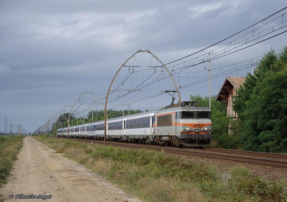 Les pélerins sur la ligne Bordeaux - Dax - Irún 9585908182_4715ff0a63_b