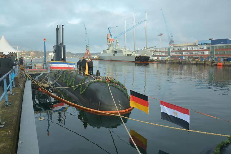 غداً ... رفع العلم المصري علي الغواصة Type 209/1400  وإعلان انضمامها للقوات البحرية المصرية  31226053770_7fa91a016b_b