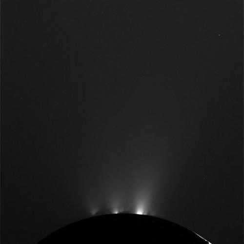 La NASA capta los géiser de Encélado, una de las lunas de Saturno 6209118571_b76c1423df
