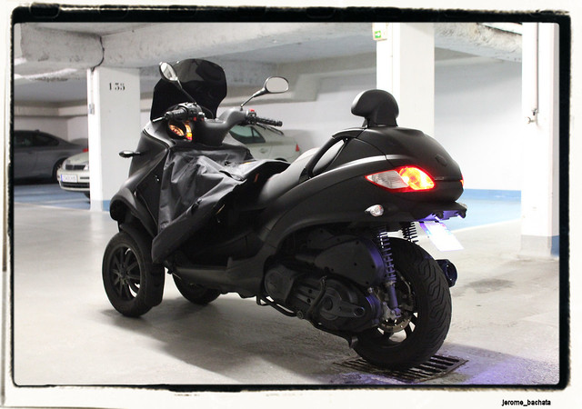 Le MP3 400 LT Sport noir mat de jerome_bachata 6343915028_a734ec22ca_z