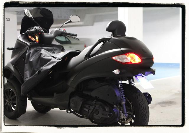 Le MP3 400 LT Sport noir mat de jerome_bachata 6343914706_6353545976_z