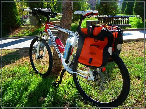 Bicicletas listas para hacer el Camino 5991340891_1fef55653d