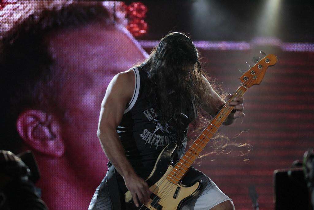 Baixistas e baixos que tocaram no Rock in Rio 2011 6191456963_43477e8cae_b