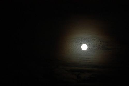 Halo around the moon 6243085227_2785c62fc5