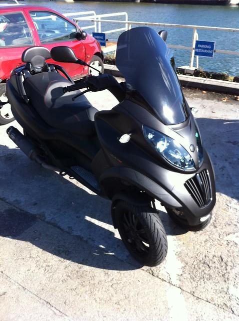 Le MP3 400 LT Sport noir mat de jerome_bachata 6283099634_a577c3b6c3_z