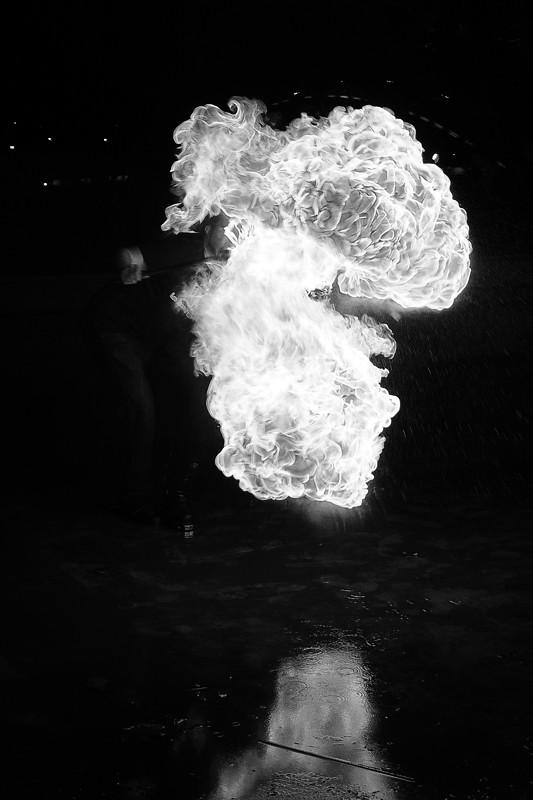 Photos cracheurs de feu - anniversaire 8 ans palais tokyo 21 janvier 2012 - Page 3 6742607613_13cee399b9_b