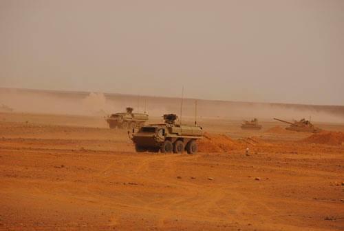 الصناعة العسكرية الجزائرية ... مدرعات ( فوكس 2 ) - صفحة 5 27857008175_1ba35b195a_b