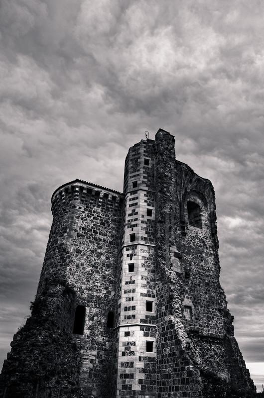 tour du château en ruines de Hérisson... 7242040068_32eea9d5c5_c