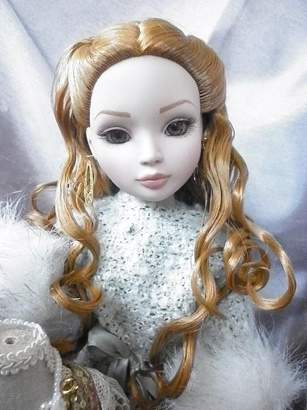 2011 - Ellowyne Wilde - La Mélancolique du château 7280260500_178724fe6e_c
