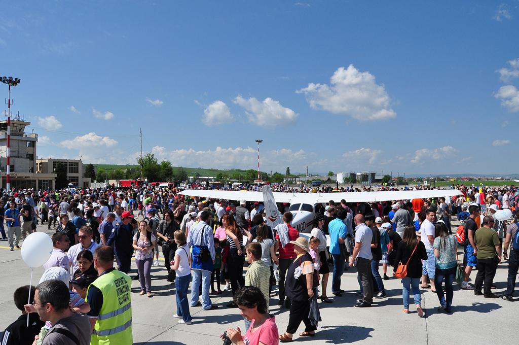 Cluj Napoca Airshow - 5 mai 2012 - Poze - Pagina 2 7153647371_23e03a81eb_o