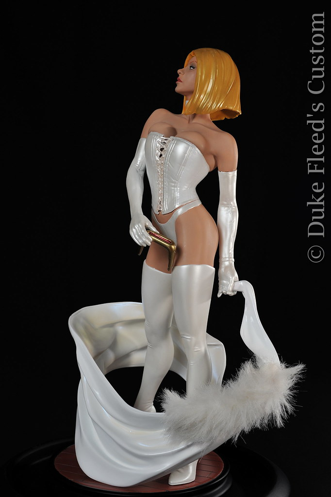 From Black to White Queen Sideshow collectibles 6806160980_7d3a866a0d_b