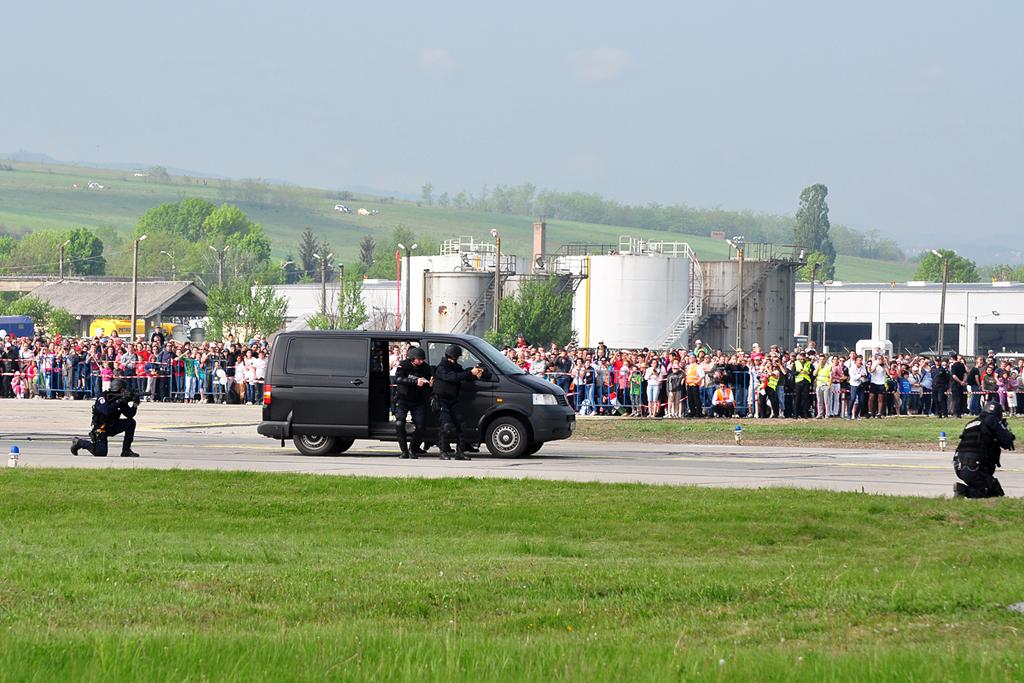 Cluj Napoca Airshow - 5 mai 2012 - Poze - Pagina 2 7153652133_f32f00818d_o