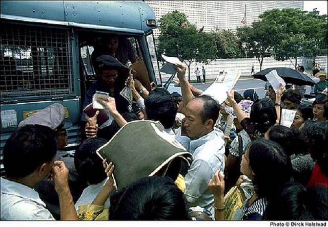 Ngày 30-4-1975, Hoa Kỳ chạy khỏi VNCH 7039596347_b3733e246e_z