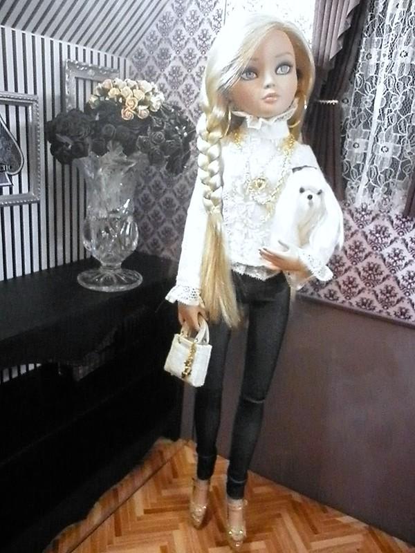 Mon Essential Four blonde 7316004340_76ea8832ae_c