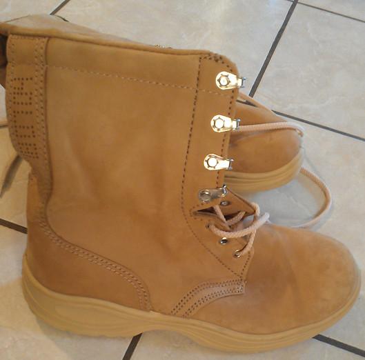 Ukrainian desert boots 7218401192_b0ecf4bf85_z