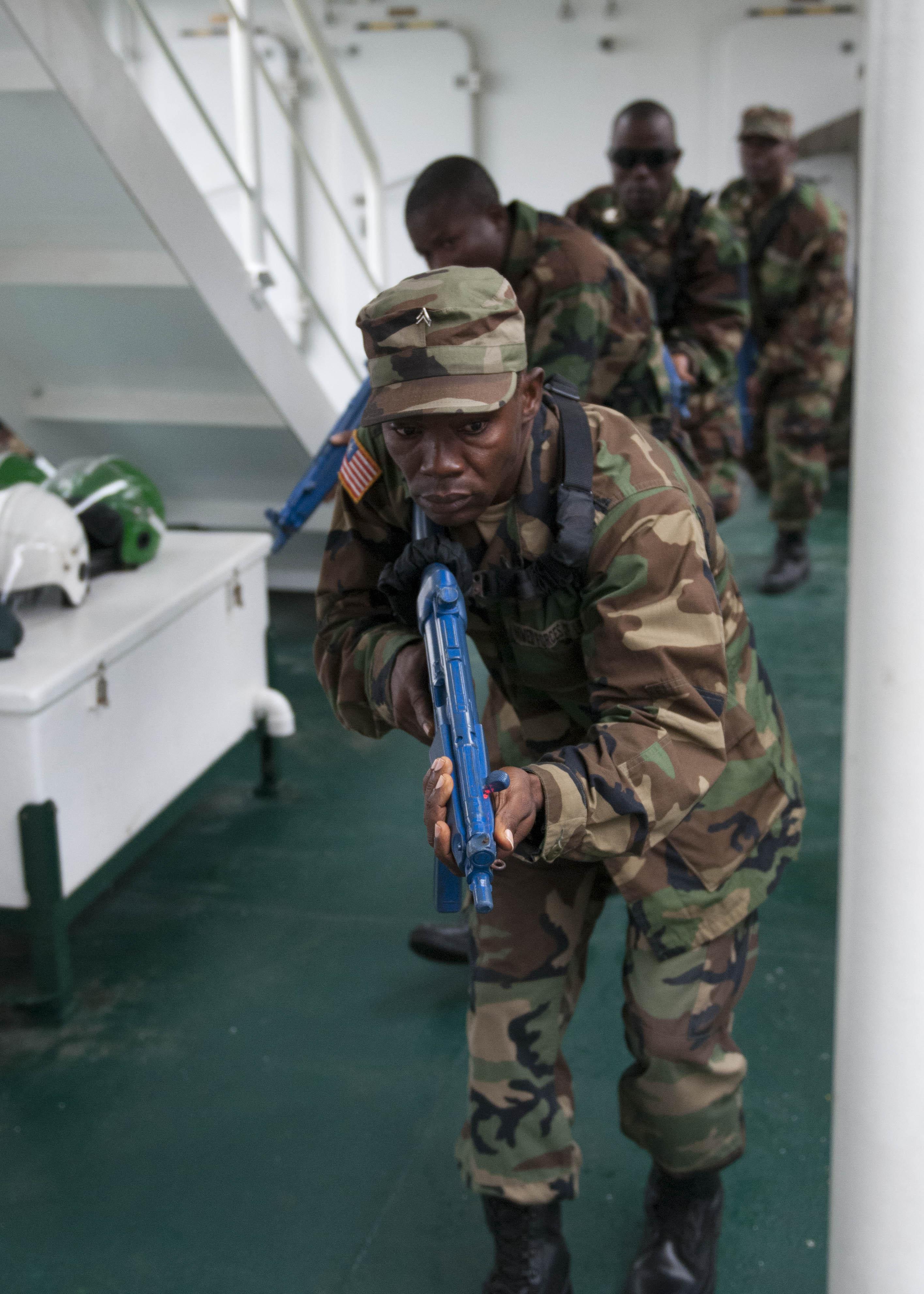 Les Forces Armées du Libéria / Armed Forces of Liberia ( AFL ) 13012381235_dcd2789abb_o