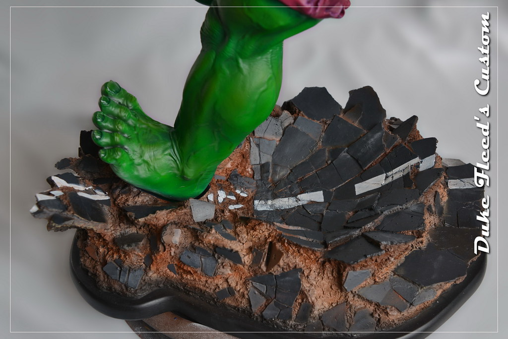 Red to green hulk comiquette 9764824671_8da5ae88aa_b