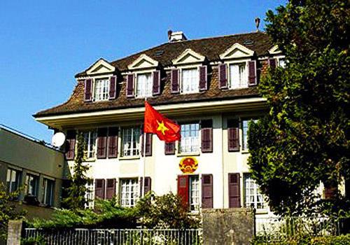 Cựu lãnh sự Việt Nam xin tị nạn chính trị tại Thụy Sĩ  12020442243_e08a70761b