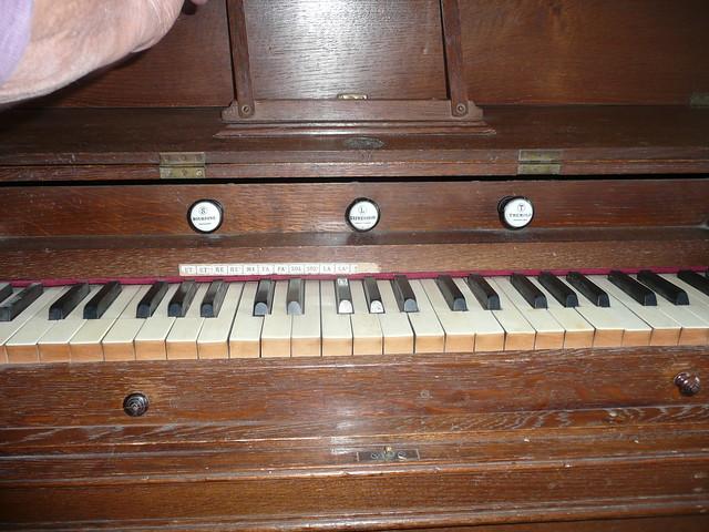 Harmonium Dumont 9950618864_4ab90009b6_z