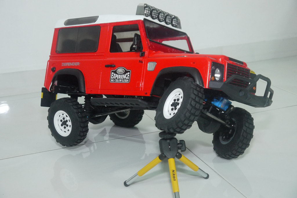 land - Babyboy's Land Rover Defender D90 on Axial SCX10 9410349072_6e4a6378c7_b