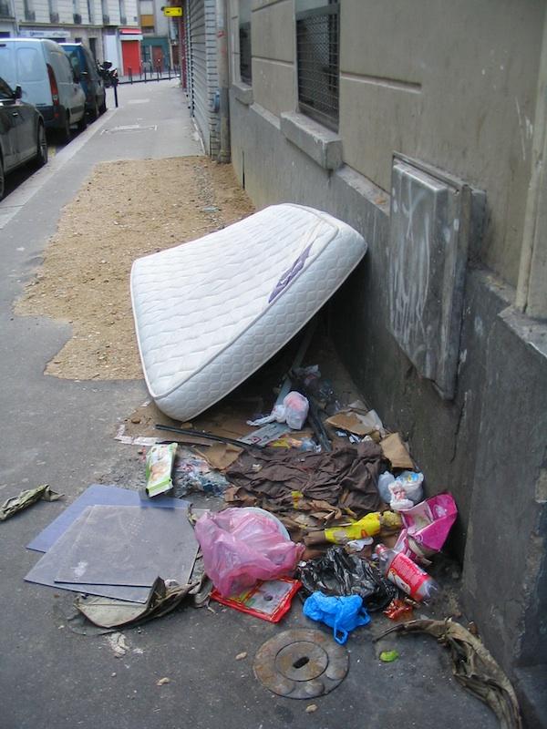 quelques images de la saleté de la rue 7576728744_c43a8cab6f_c