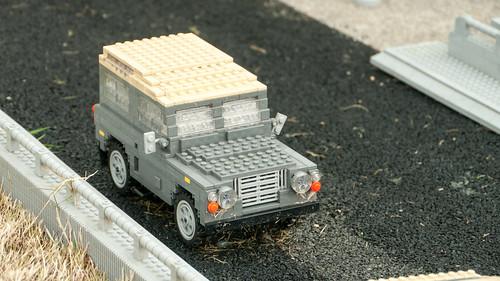 Land Rover Defender in Legoland 8290326383_2835118527