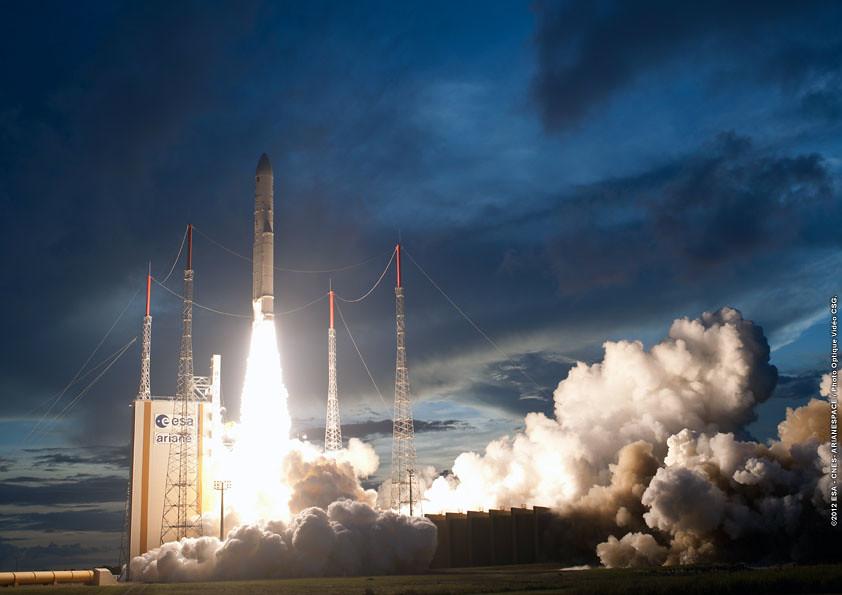 Lancement Ariane 5 ECA VA210 / StarOne C3 + W6A - 10 novembre 2012 - Page 3 8173061821_973f290ab3_b