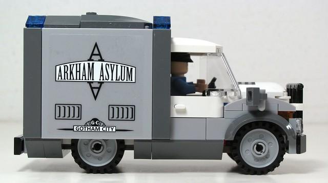 10937 Batman: Arkham Asylum Breakout 8307613696_05c6c8e925_z