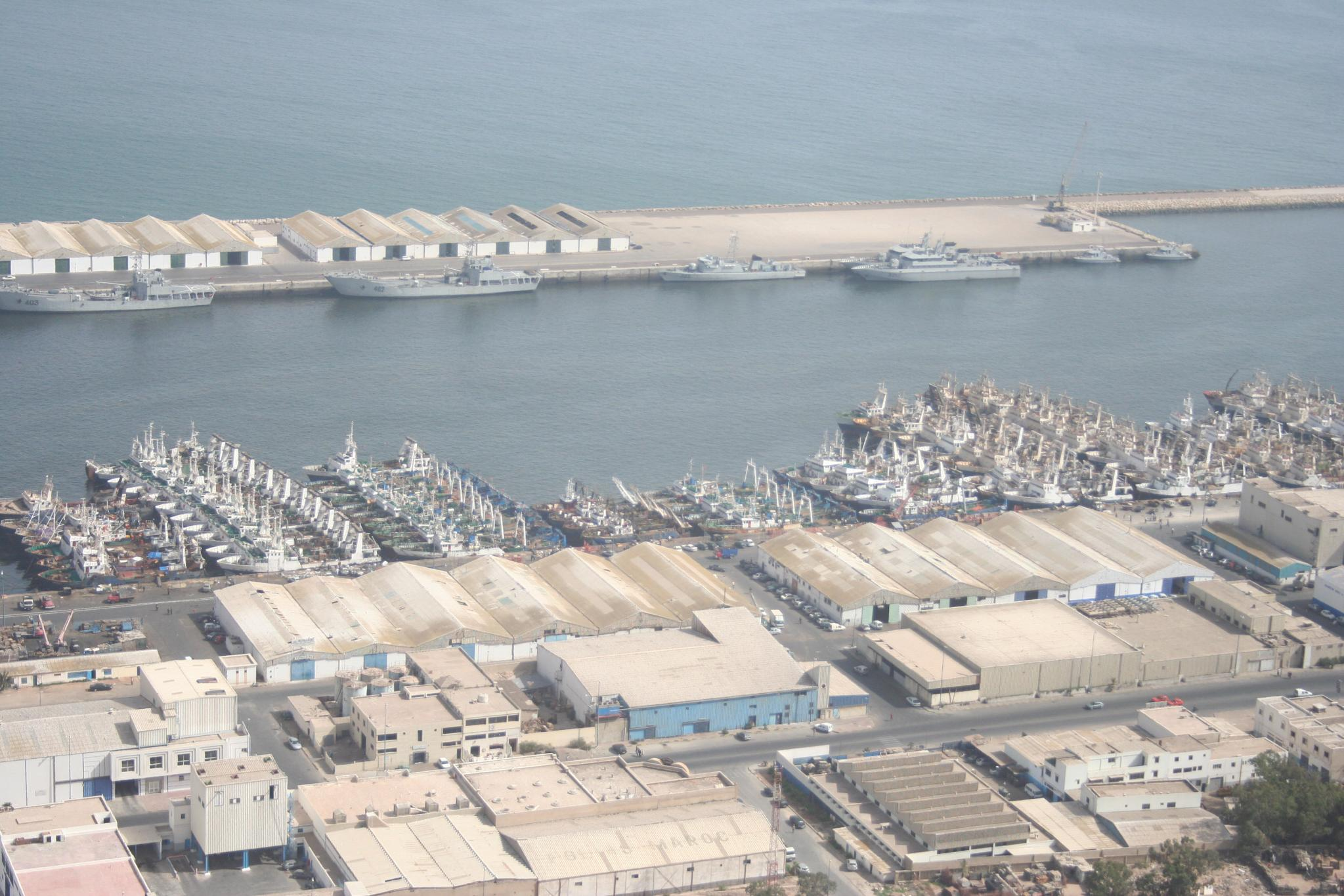 Royal Moroccan Navy Batral LST Class / Batral marocains classe Daoud Ben Aïcha - Page 3 8359067141_bc727b15f7_o