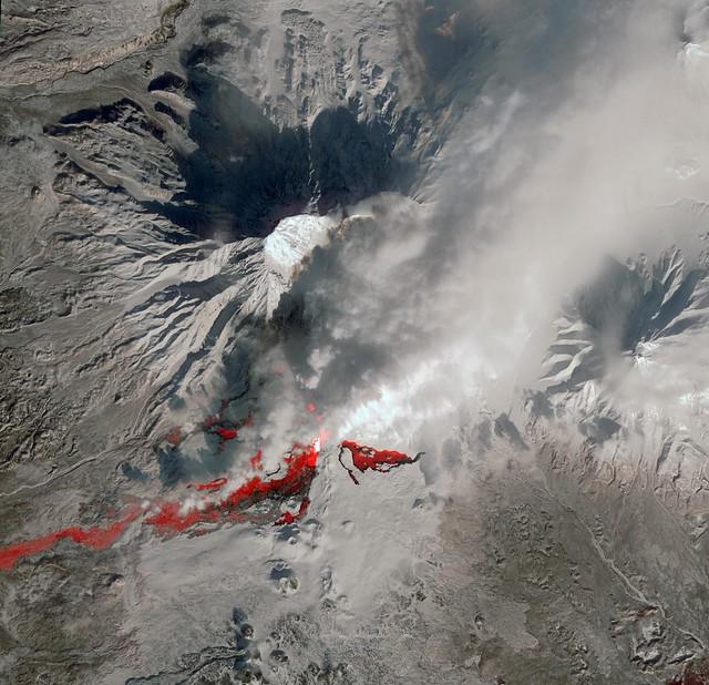 Le grand réveil : 10 volcans se réveillent en une semaine dans la péninsule du Kamchatka  8488947649_b0f159efc6_z