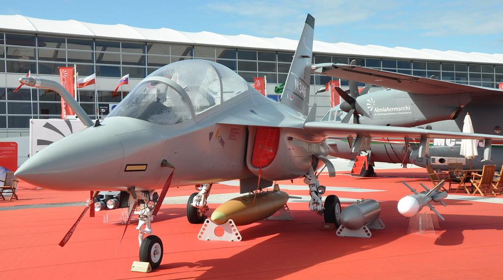 طائرة التدريب المتقدم m346 7578404736_5f6e6abc97_b