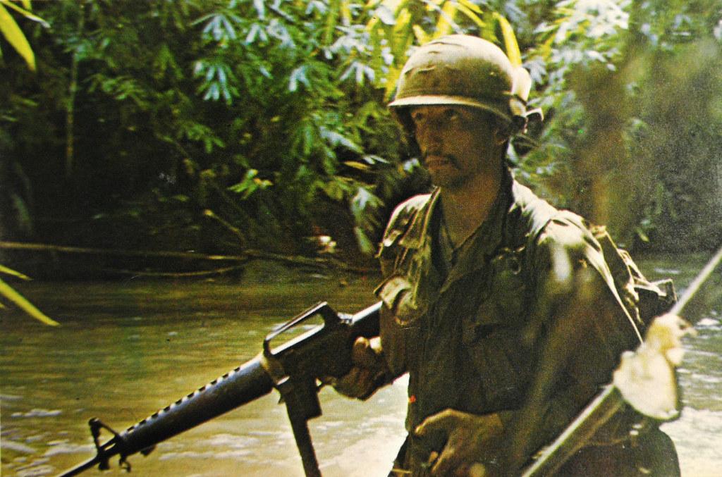 portrait de soldats 8391732005_2415851f4e_b