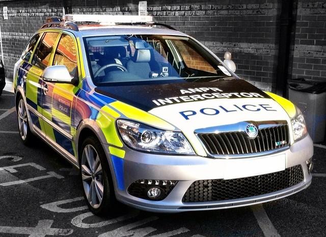 Skoda au service de la police 8235132672_f423250e7c_z