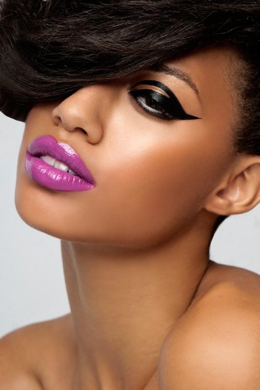 Ruževi za usne Purple-lips-dark-eyes-530x795